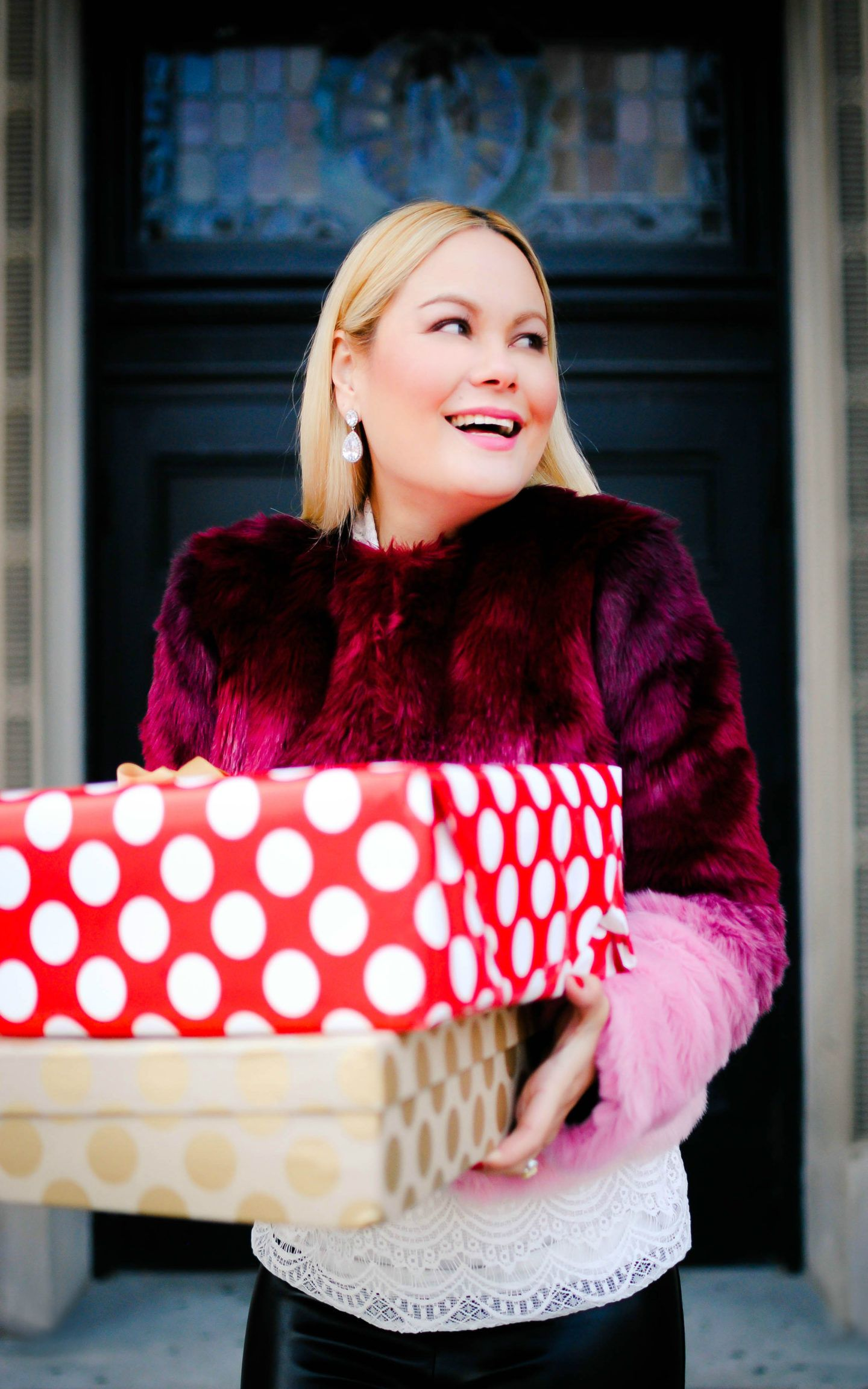 6d4d22c3bef7 vanessa-lambert-blogger-behind-what-would-v-wear -reveals-her-secret-santa-unrwrapping-gifts-from-new-york-and-company_1