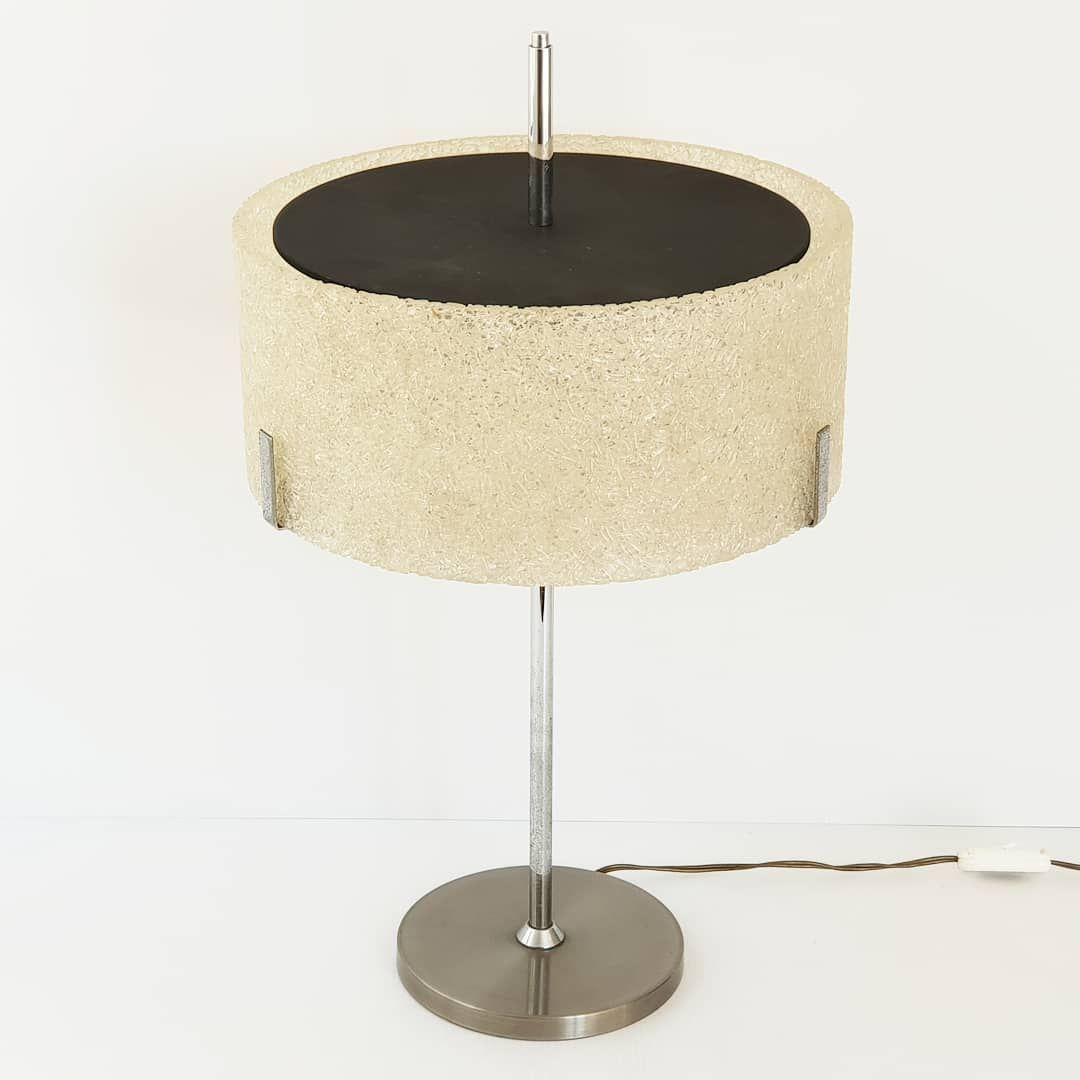 A large 1960s mid-century modern resin, plexiglas & steel table lamp for Arlus.