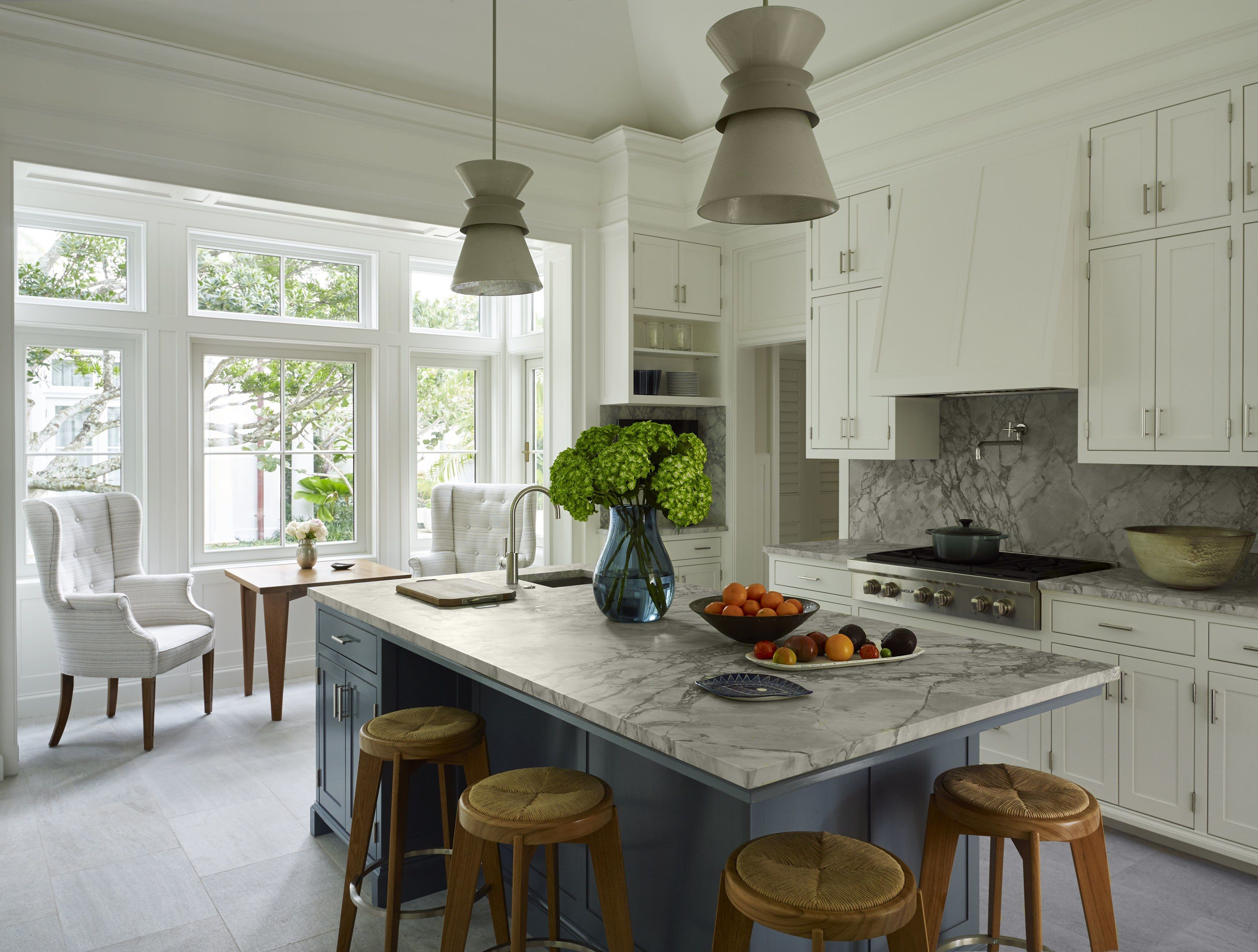 A Classic Georgian Home With A Modernist Twist In Palm Beach Kitchen Interior Kitchen Design Mediterranean Home Decor