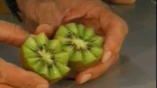 Овощечистка-декоратор - www.Kot-Amway.ru, via YouTube.