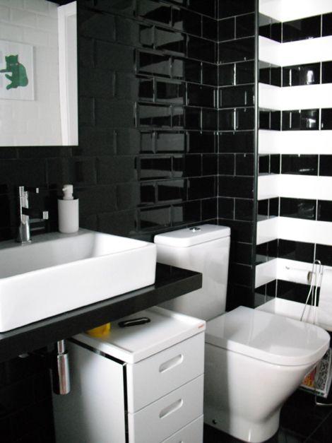 Un ba o reformardo en blanco y negro ideas para el hogar for Banos modernos para apartamentos