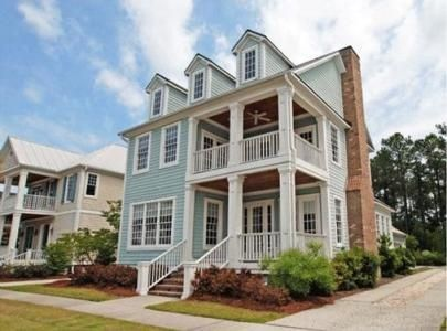 Charleston Style Home Love The Porches Southern Style Homes Southern House Plans Charleston Homes