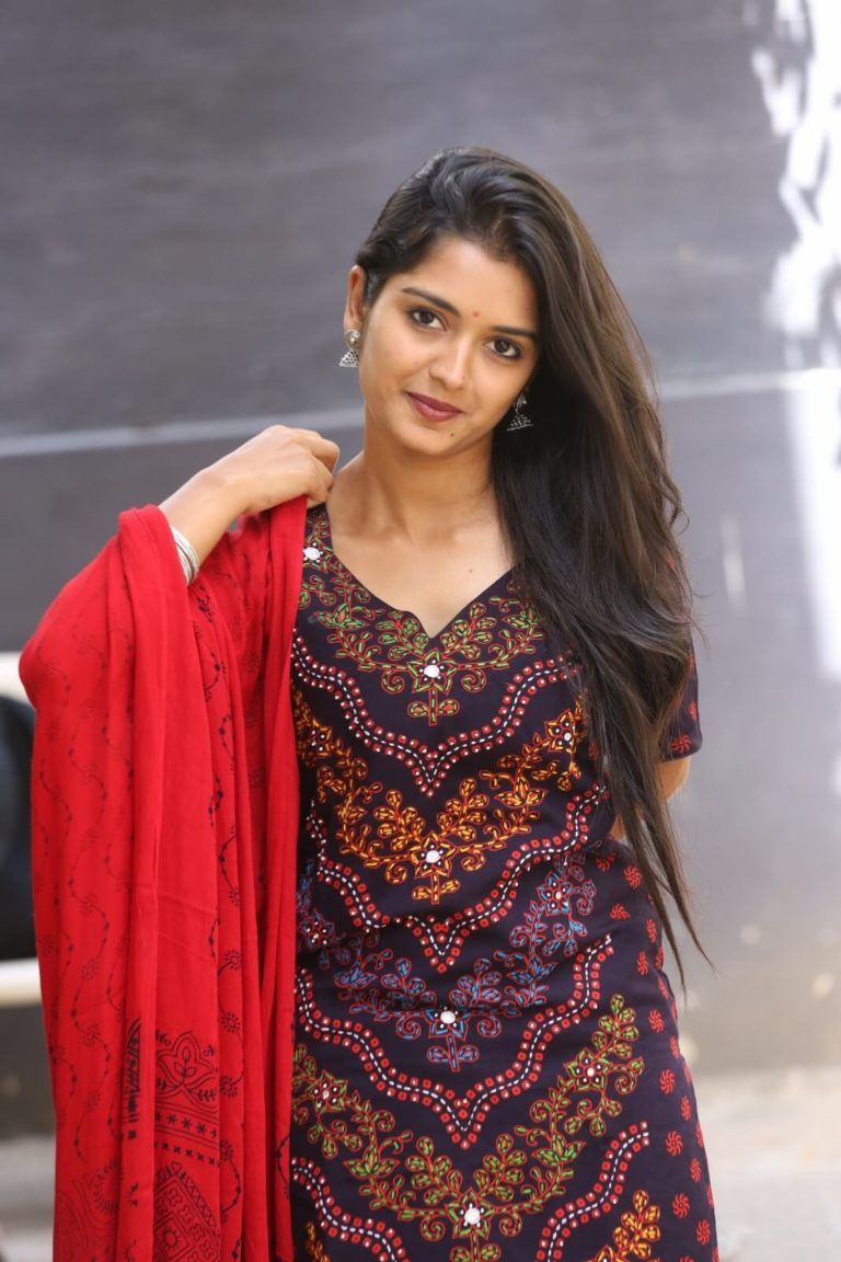 Actress Priyanka Jain Latest Photos  Priyanka Jain Hd -7527