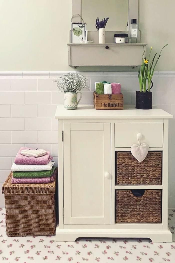 Elegant and Simple Bathroom Storage idea