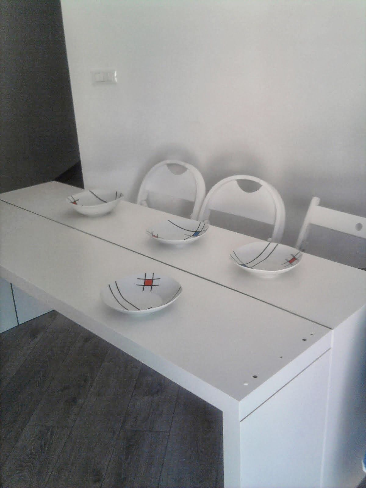 Double It Malm Console Becomes A 10 People Table Ikea Hackers  # Meuble Tv Qui Prend Pas De Place