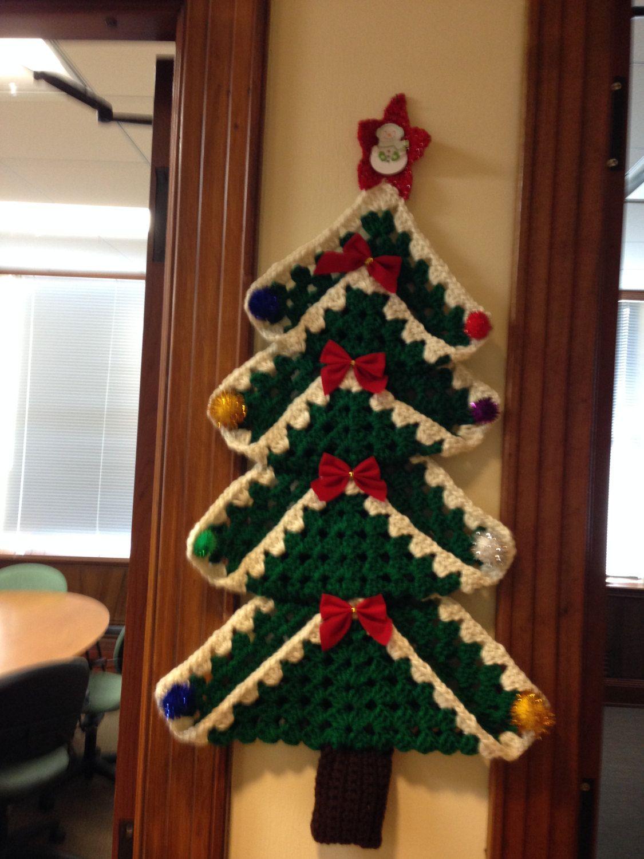 Regali Di Natale All Uncinetto.Albero Di Natale All Uncinetto Granny Square Di Crowshayshop