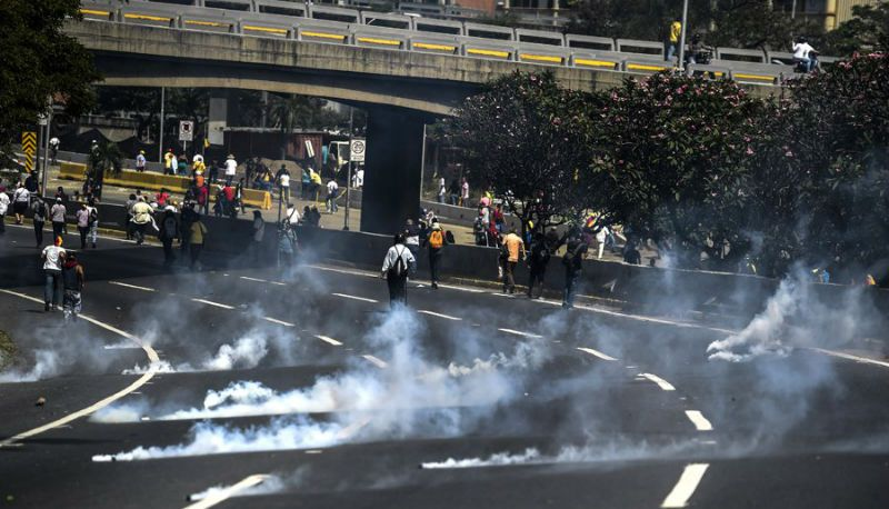 ¡LO ÚLTIMO! Joven de 18 años fue arrollada por la GNB en la jornada de protestas de este #4Abr - http://wp.me/p7GFvM-Fyh