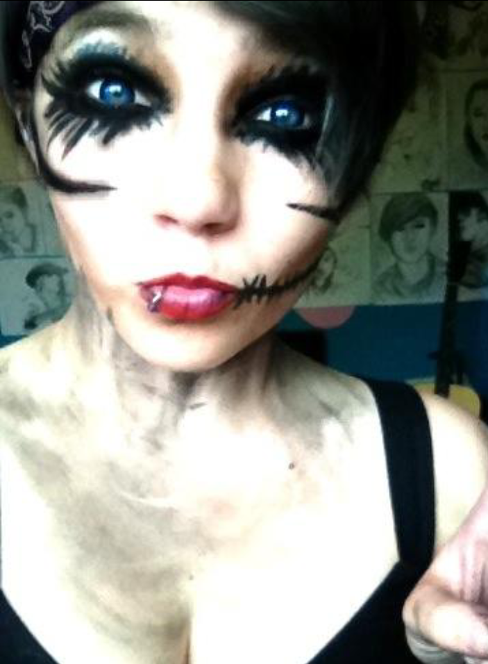 BVB war paint - she looks like female Andy Biersack. XD