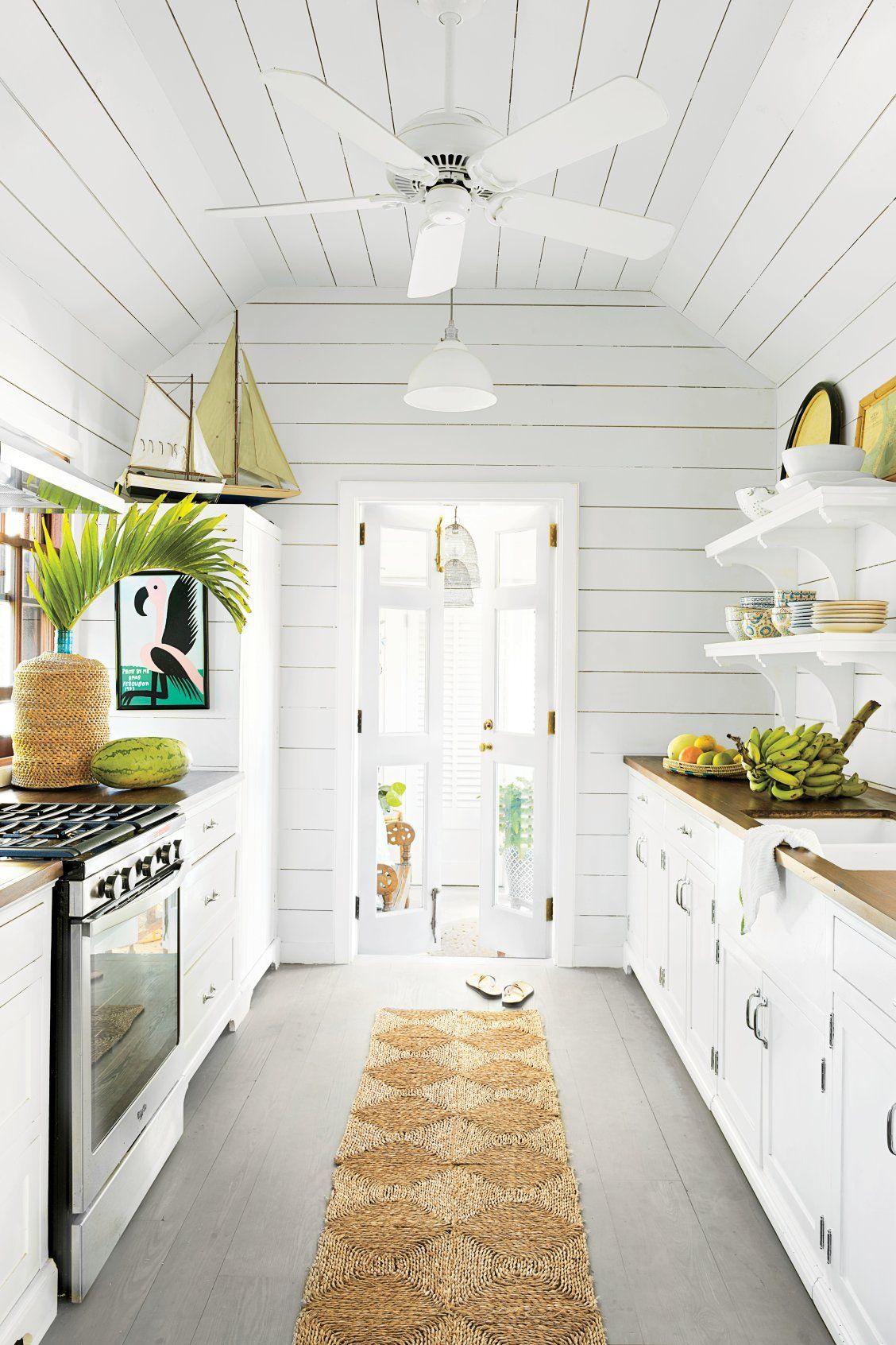 10 Beautiful White Beach House Kitchens Small Cottage Kitchen