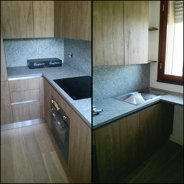 Cucina In Rovere Con Piano In Granito.Cucina In Legno Di Rovere Con Piano E Alzata In Marmo