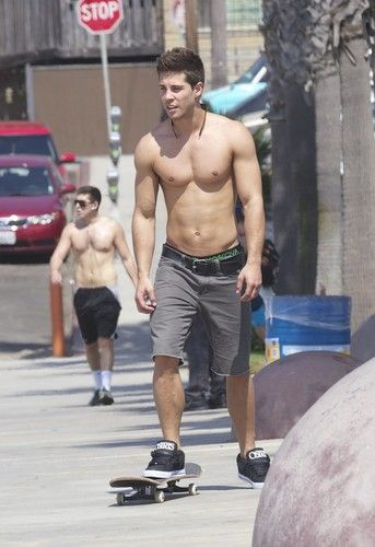 Dean Geyer Skateboarding in Santa Monica - October 3, 2012 - Glee Photo (32453016) - Fanpop