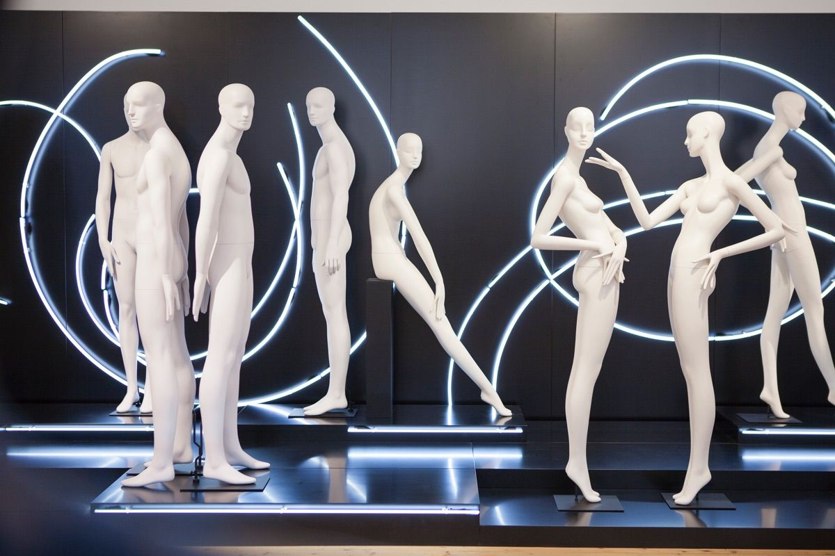 Almost a year later since the introduction of Aloof at the same venue during Euroshop in 2014; Noble, the new Schlappi male mannequin from Bonaveri, was launched in Dusseldorf July 24- 27th. Noble is shown standing next to the Schlappi Aloof collection