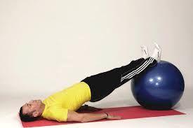 oefeningen met bal rug