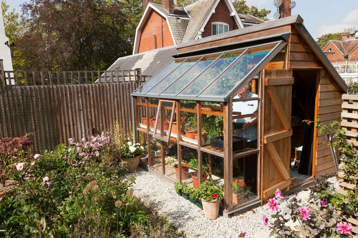 Combin serre et abris de jardin cabane jardin verriere abri de jardin jardins et serre jardin - Plan cabanon de jardin ...