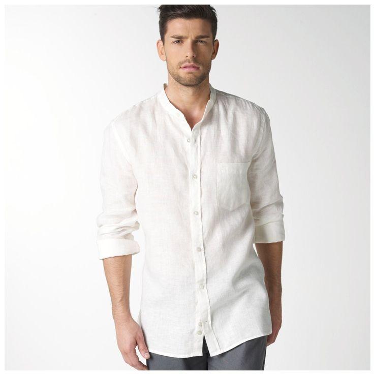 Camisa branca de linho.