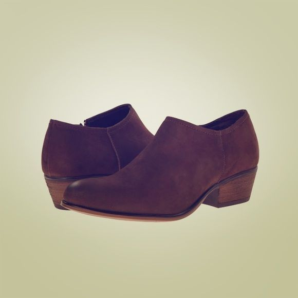 Steve Madden Leather Ankle Booties- Size 7 Brown Leather Ankle Booties- Steve Madden Katty Nubuck. Worn only a few times, in good condition- not a lot of scuffs on the outside! Great for this summer weather with some high waisted vintage Levi's! Steve Madden Shoes Ankle Boots & Booties