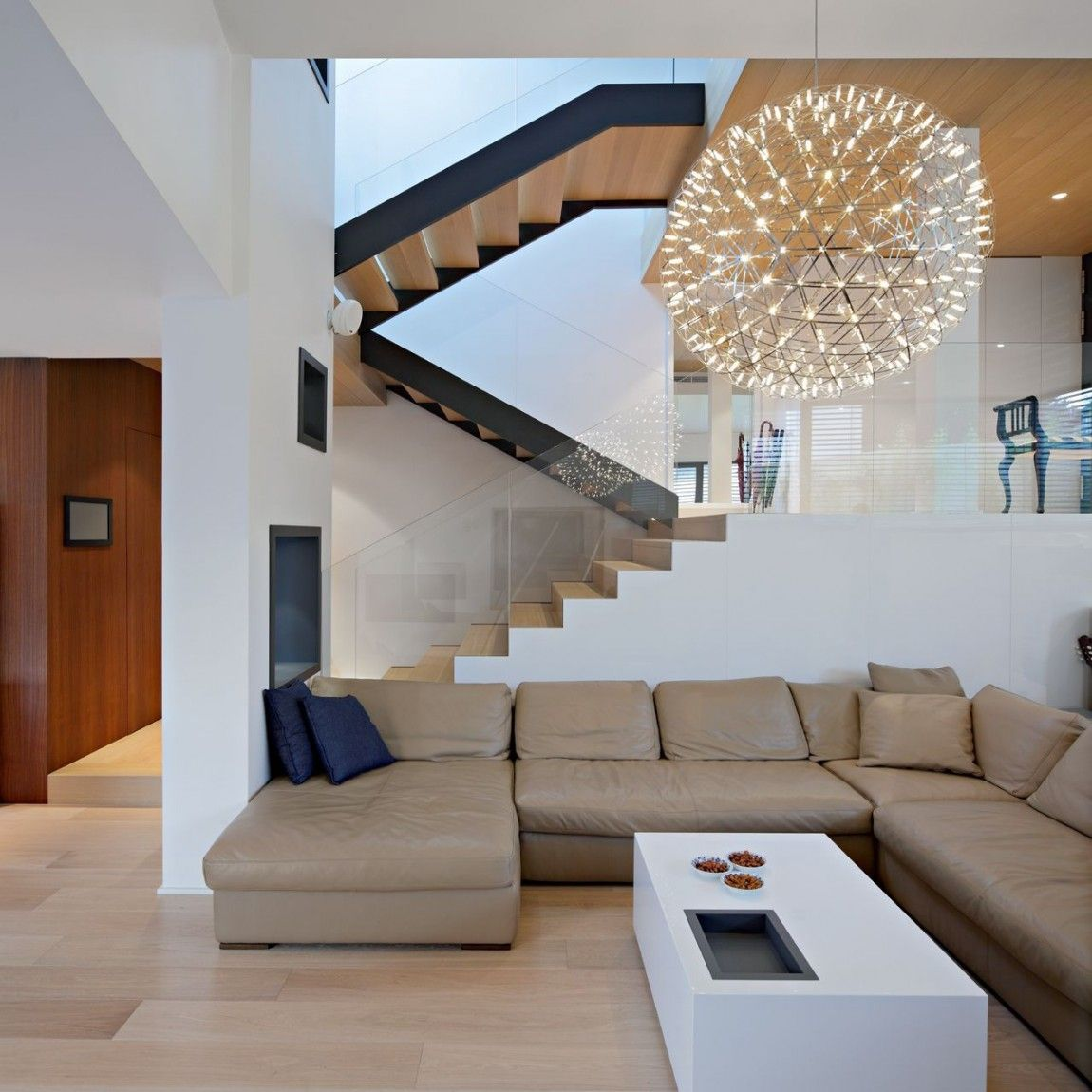 Living Room4 Modern Family House Boasting an Irregular Geometric ...