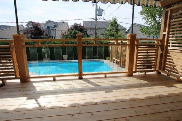insertion de verre qui permet de bien voir la piscine. Black Bedroom Furniture Sets. Home Design Ideas
