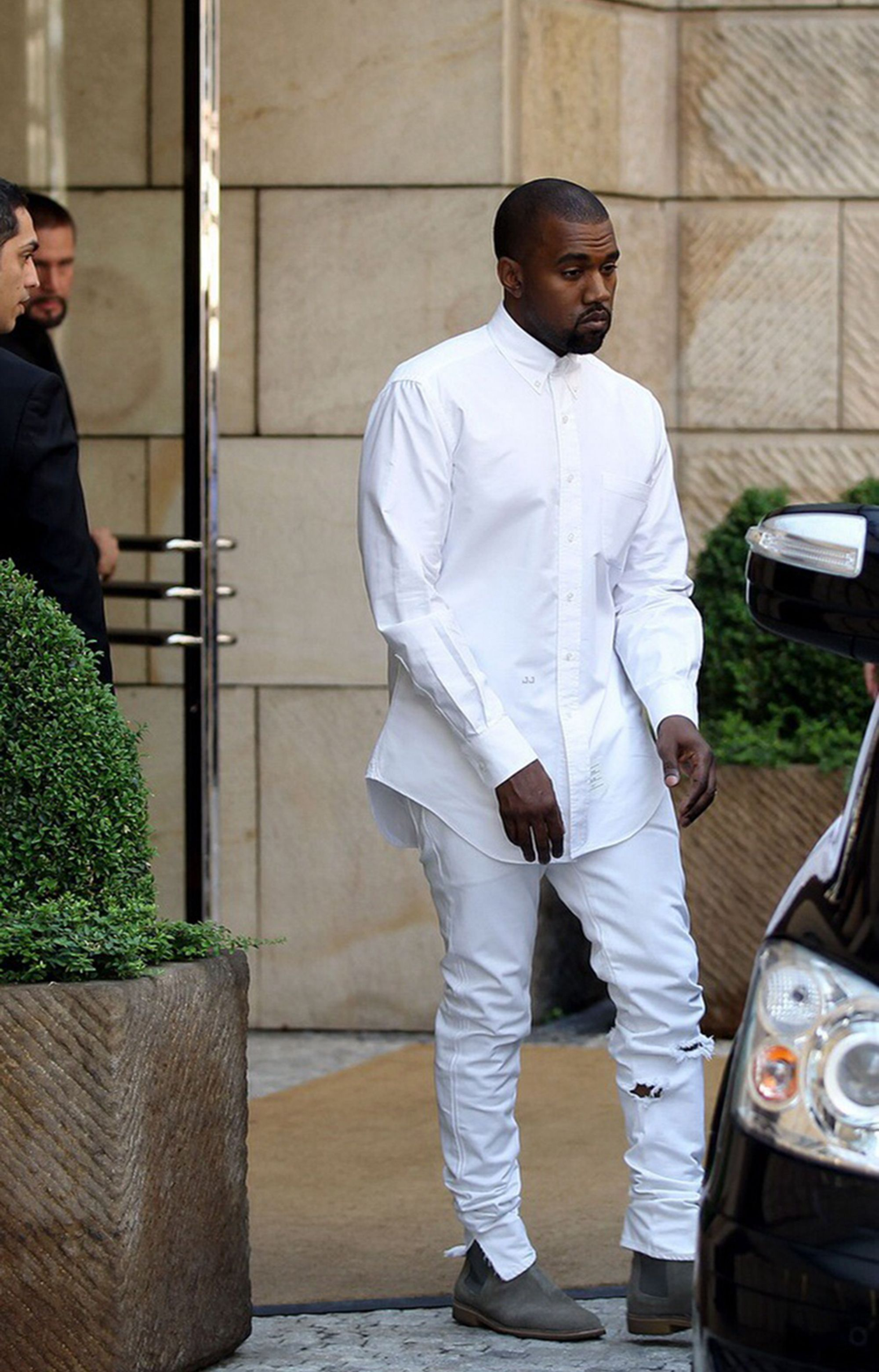 Kanye West Street Style Looking Dissatisfied Kanye West Outfits Dapper Mens Fashion Kanye Fashion