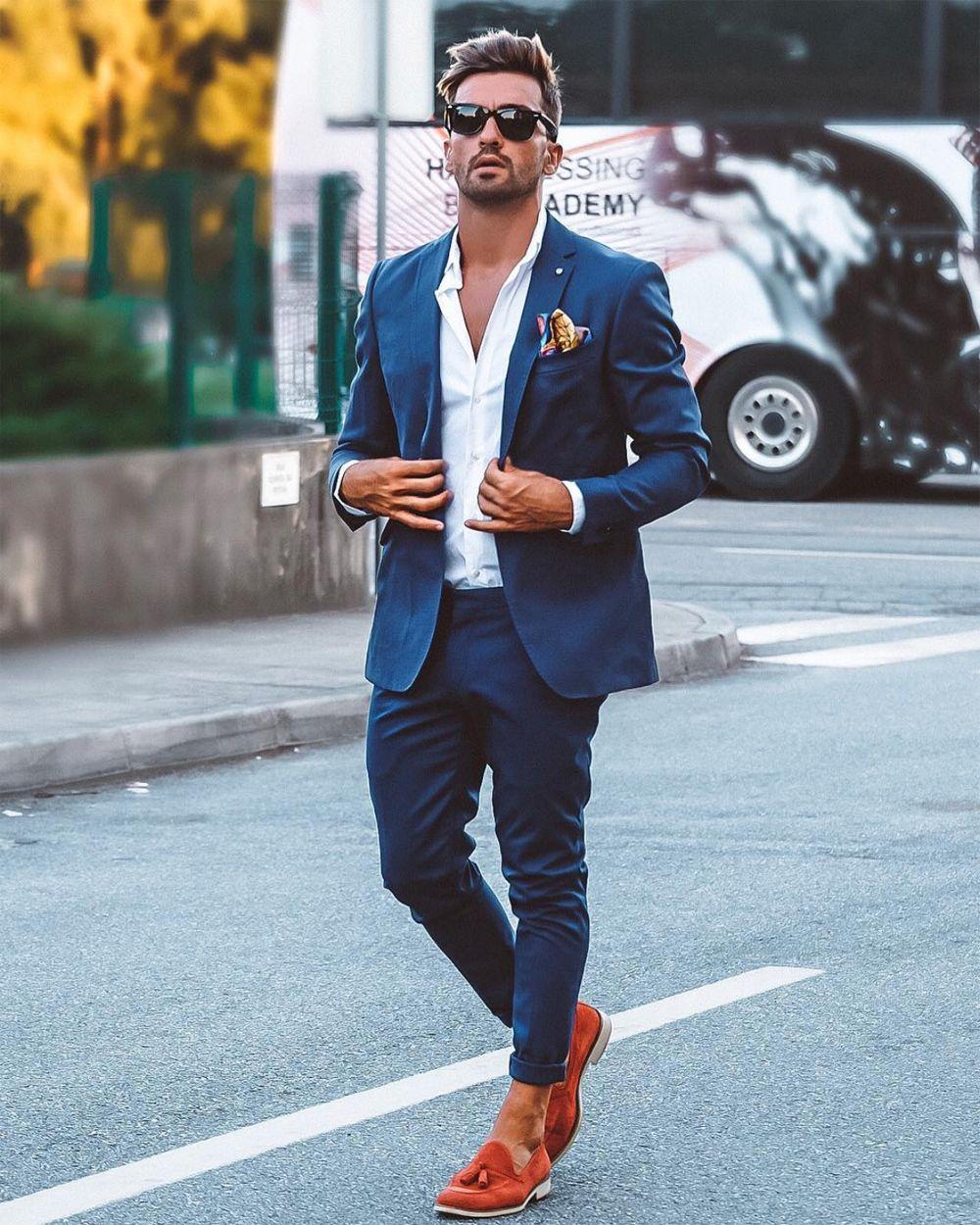 1202f573c Ao usar roupa social evite cores fortes e vibrantes demais, prefira os tons  pastéis.