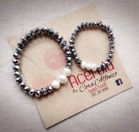 a3a4a6ab266c Madre e hija pulsera conjunto. Plata cristales y perlas de agua ...