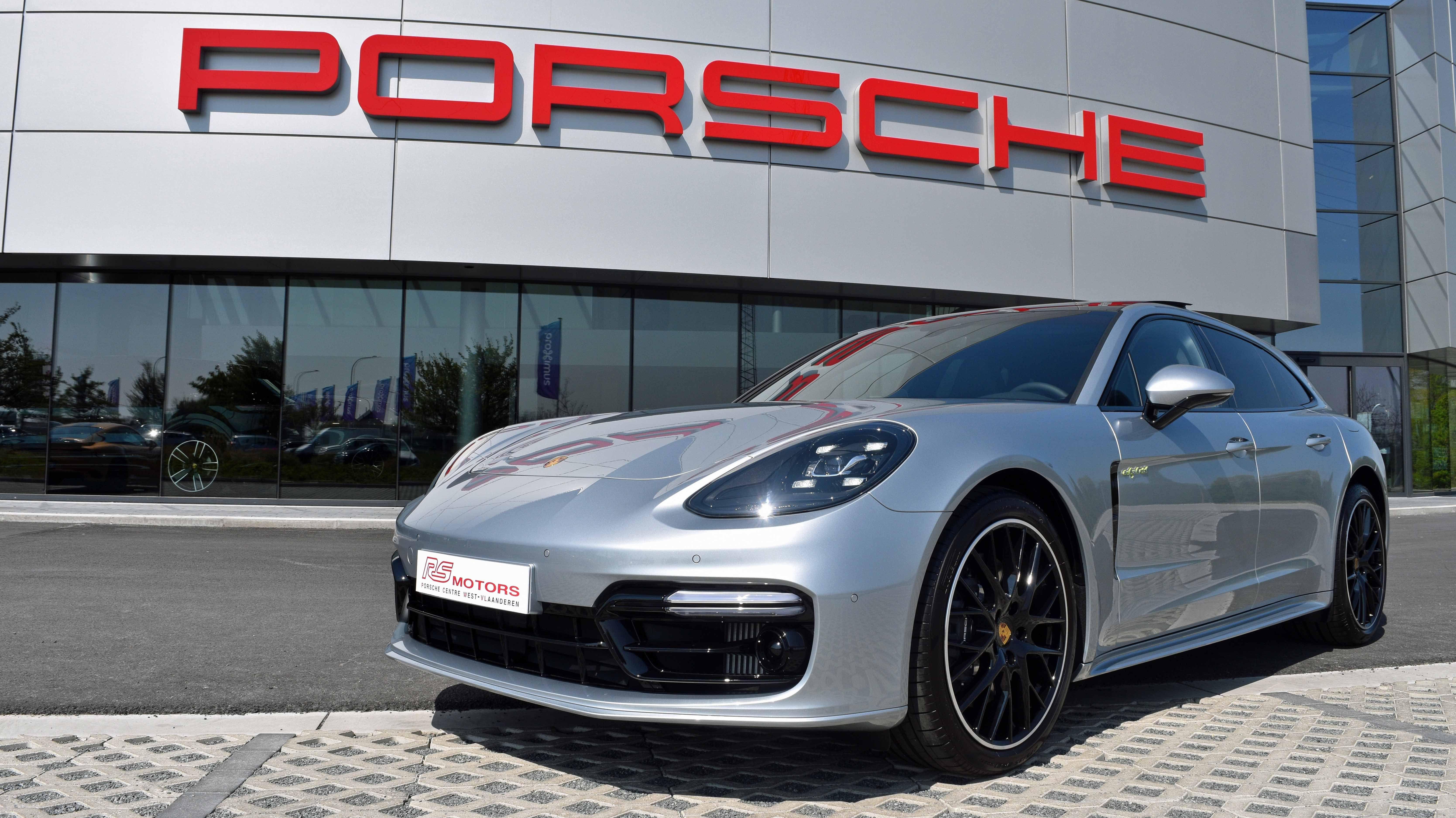 Pin Op Porsche Panamera Sport Turismo
