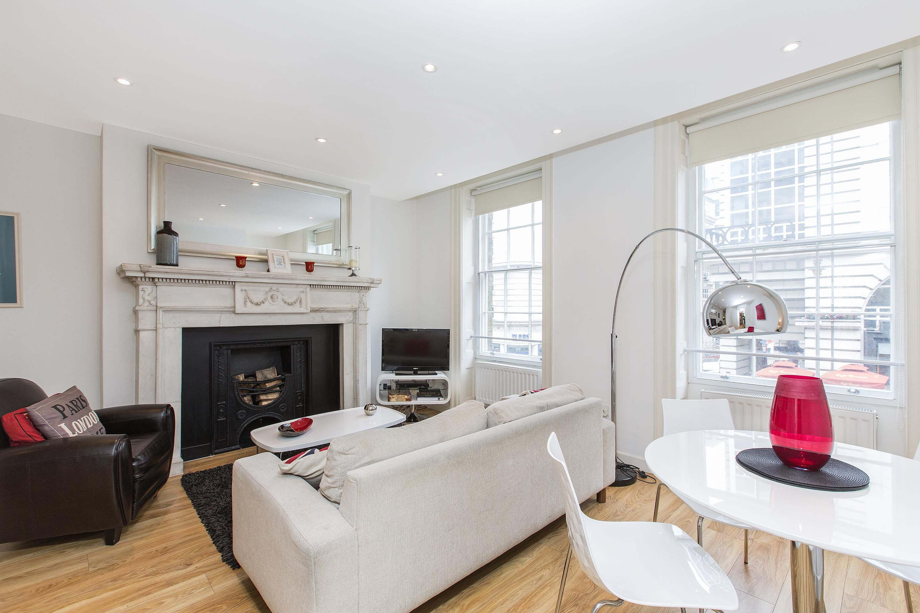 3 33 Haymarket 3 Bedroom 2 Bathrooms Her Majesty S Theater Is Just Down The Street Theatre Ro London Vacation Rentals Beautiful Vacations Rental Apartments
