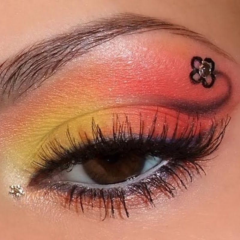 Orange and flower   Beautiful eyes color, Cool eyes, Eye art