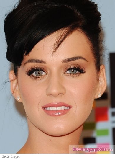 e8f7beacee8 Katy Perry's golden eye makeup is the ultimate red carpet makeup look! She  paired the golden eyeshadow with a pair of extra full false lashes and a  creamy ...