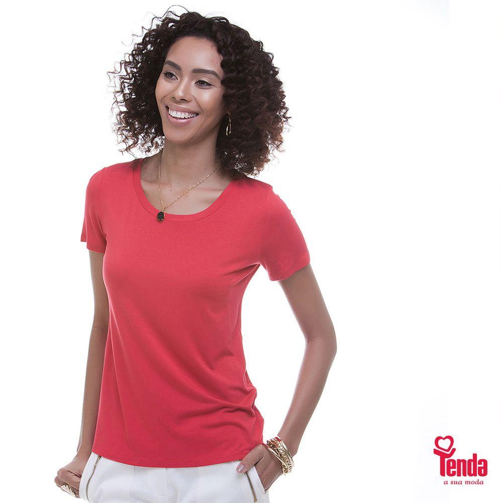 Revitalize seu guarda-roupa com peças básicas, como esta camiseta em malha. Se preferir, chame-a de essencial, porque não pode faltar em seu closet. #LojasTenda, a sua moda.