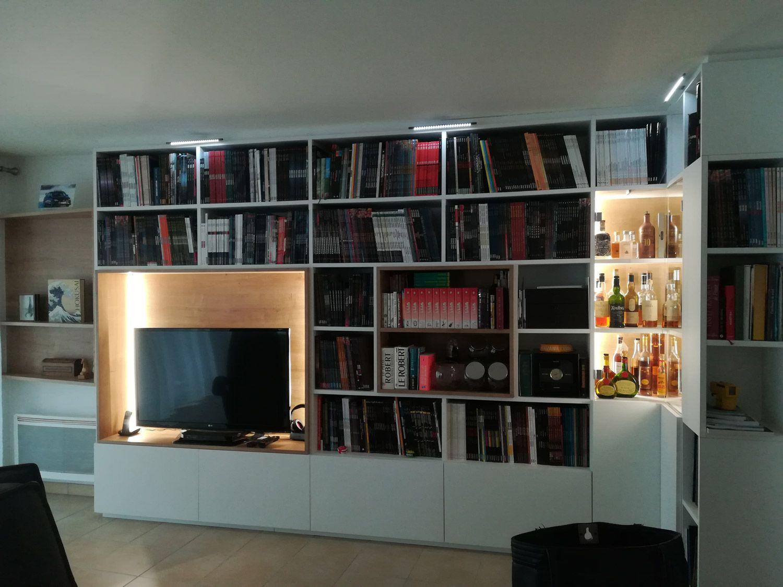 Biblioth Que Sur Mesure Avec Bar Vitr Et Devant Contenir 1 000 Bd  # Bibliotheque Vitree Avec Tv Cachee