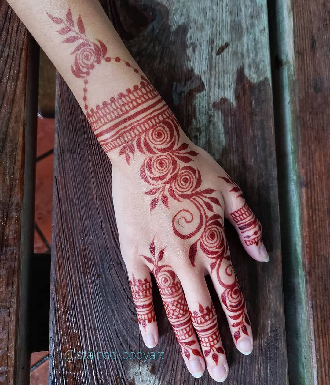 Red Stage Of A Natural Henna Design In Gulf Style Henna Patterns