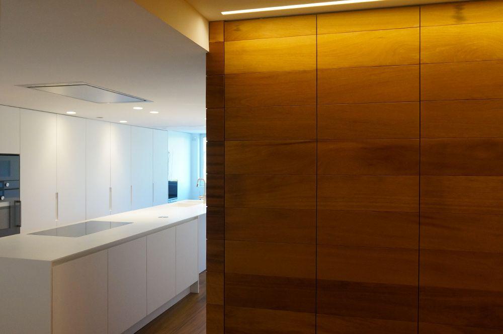 [ VIVIENDA EN VIVEROS ] ➡️ http://bit.ly/2pgk2e1* Interiorismo: Arquitecto Victor Garcia.* Diseño: Entrecuines.#cocinas #arquitectovictorgarcia #entrecuines #proyectos #diseñoespañol #madeinspain #lifestyle #decoración #diseño #hogar #interiores #contract #homestyle #minimalismo #calidad #blanco #madera #contrastes