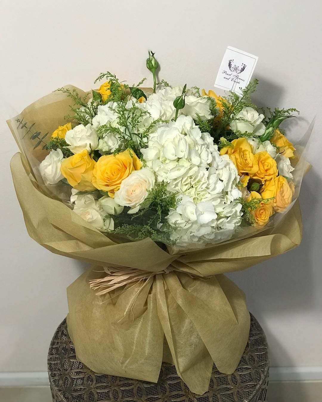 بيرل فلور بوتيك يوفر لكم جميع انواع الورد لجميع المناسبات باسعار مناسبه نوفر لكم التوصيل داخل ابوظبي والمناطق الخارج Pantry Design Flowers Arabic Love Quotes