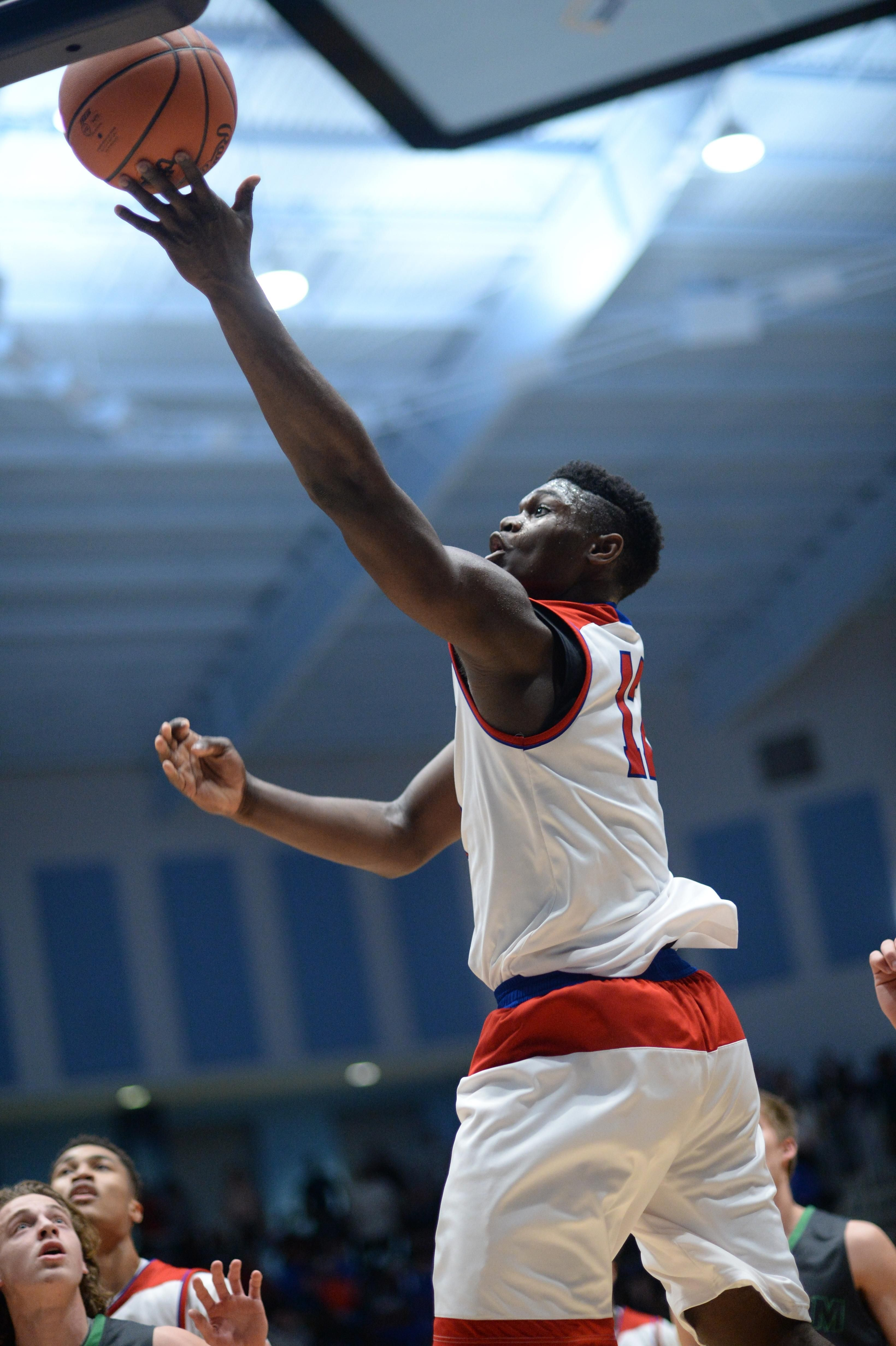 With popularity growing, Zion Williamson turns in show