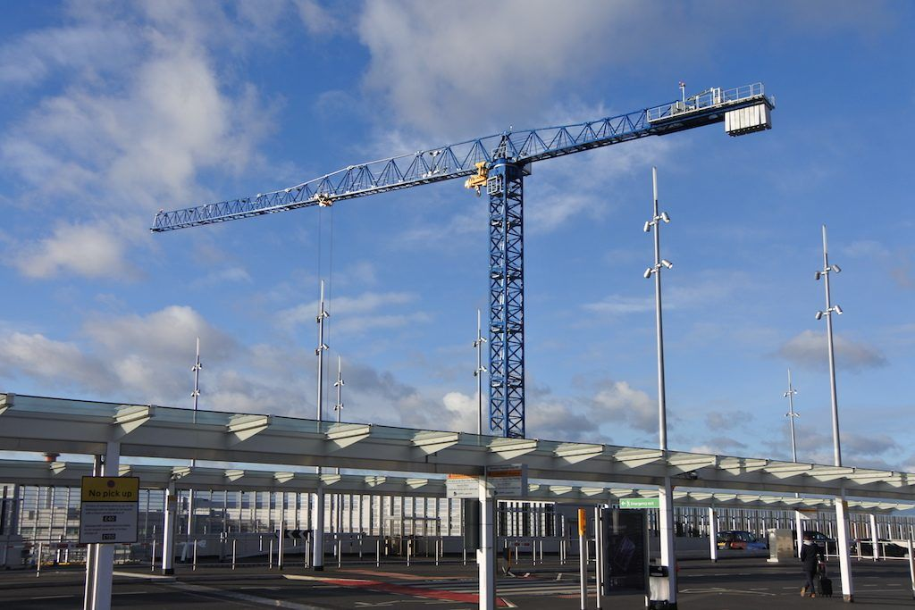 UK's largest flat-top crane lands at Heathrow Airport News