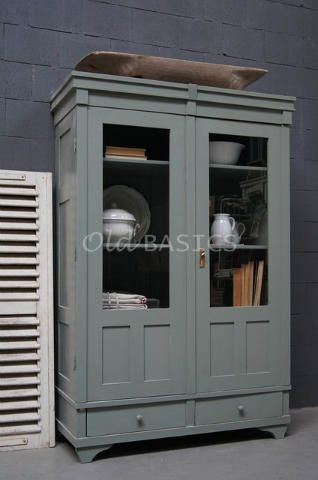 Vitrinekast 10227 - Prachtige oude houten vitrinekast met een grijs ...