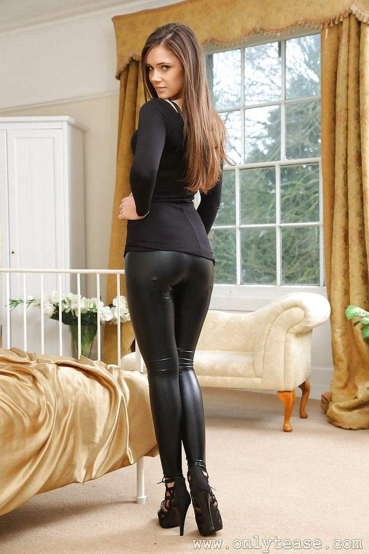 young-babe-sexy-leggings