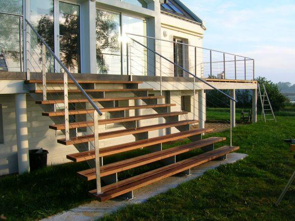 Escaliers metalliques exterieurs escalier pinterest for Construction escalier metallique exterieur