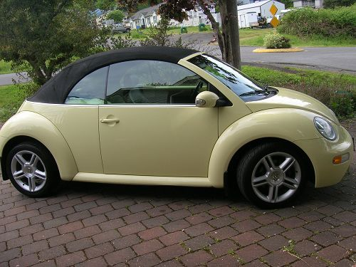 2005 volkswagen beetle convertible in pastel yellow. Black Bedroom Furniture Sets. Home Design Ideas
