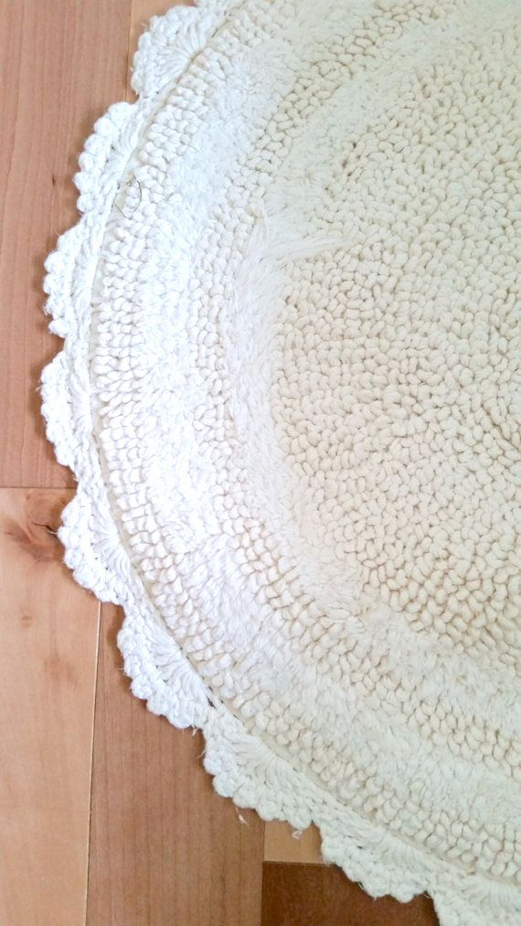 Cream Colored Rug With Crochet Trim