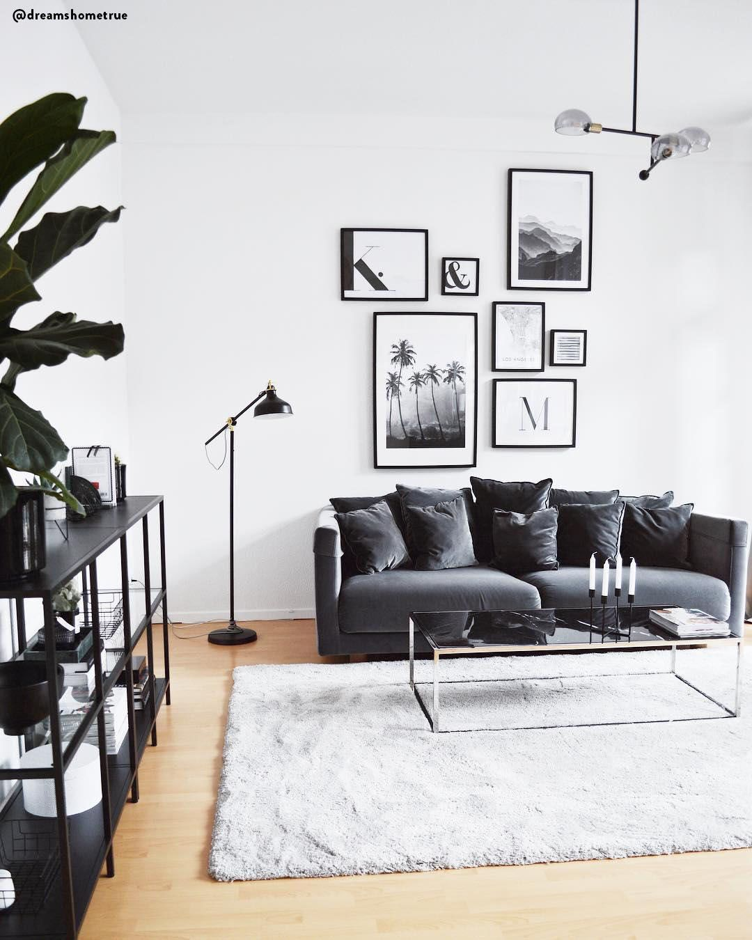 Monochrom Vibes In Diesem Wunderschonen Wohnzimmer Sorgen Die Nichtfarben Schwarz Weiss Fur Einen Teppich Wohnzimmer Schone Wohnzimmer Wohnzimmer Inspiration