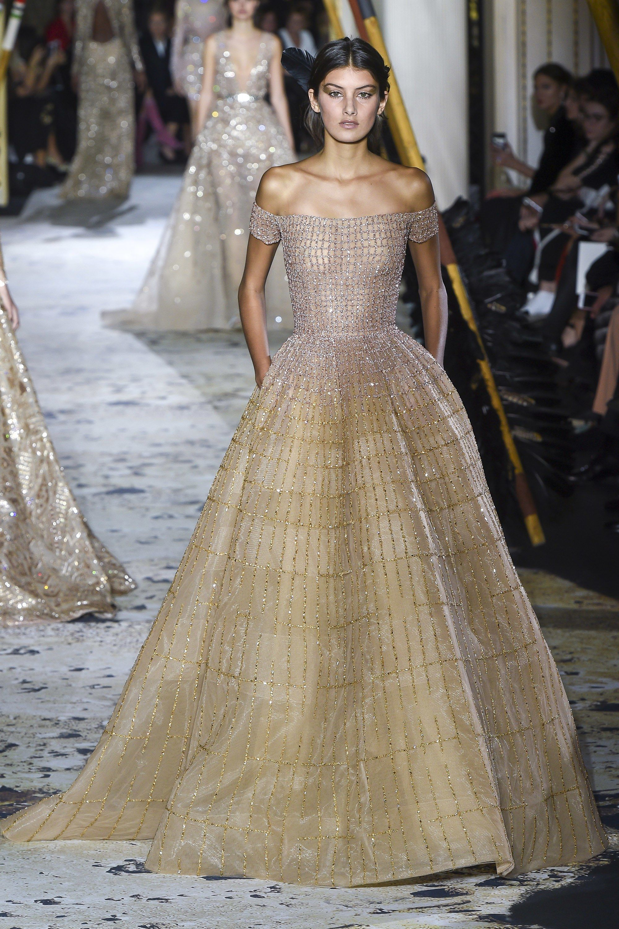 c3656dad3eb Zuhair Murad Couture Lente gepresenteerd in Parijs. https   www.vogue .com fashion-shows spring-