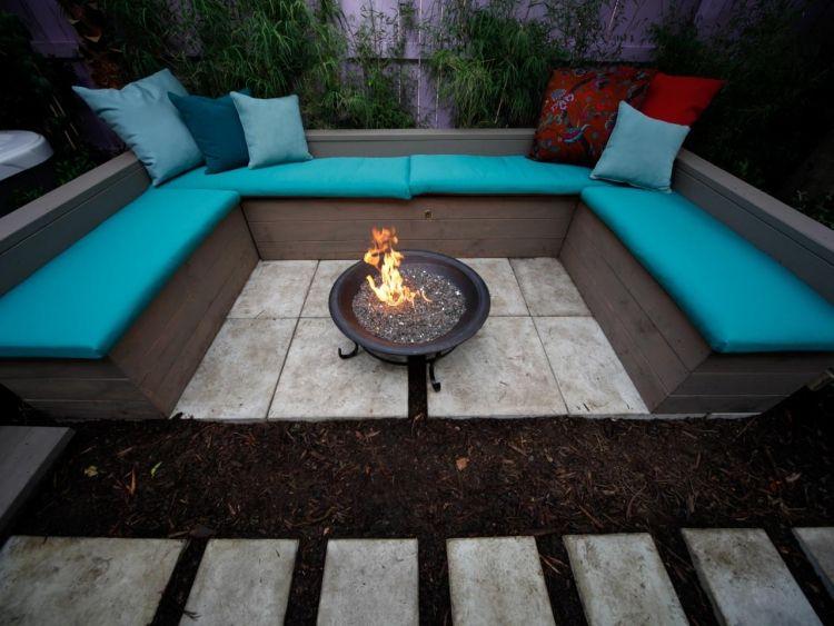 Sitzecke aus Holz mit Polsterkissen in Türkis Garten Pinterest