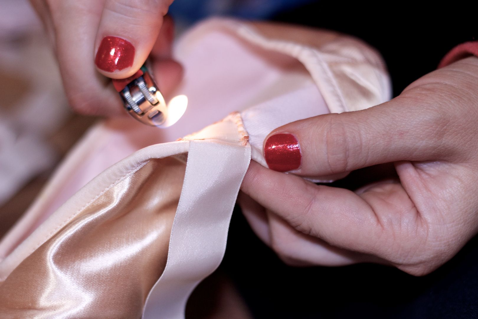 Annemaries get the pointe how to sew ribbon and elastic