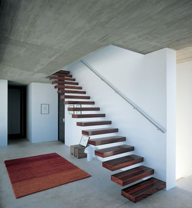 escalier droit suspendu