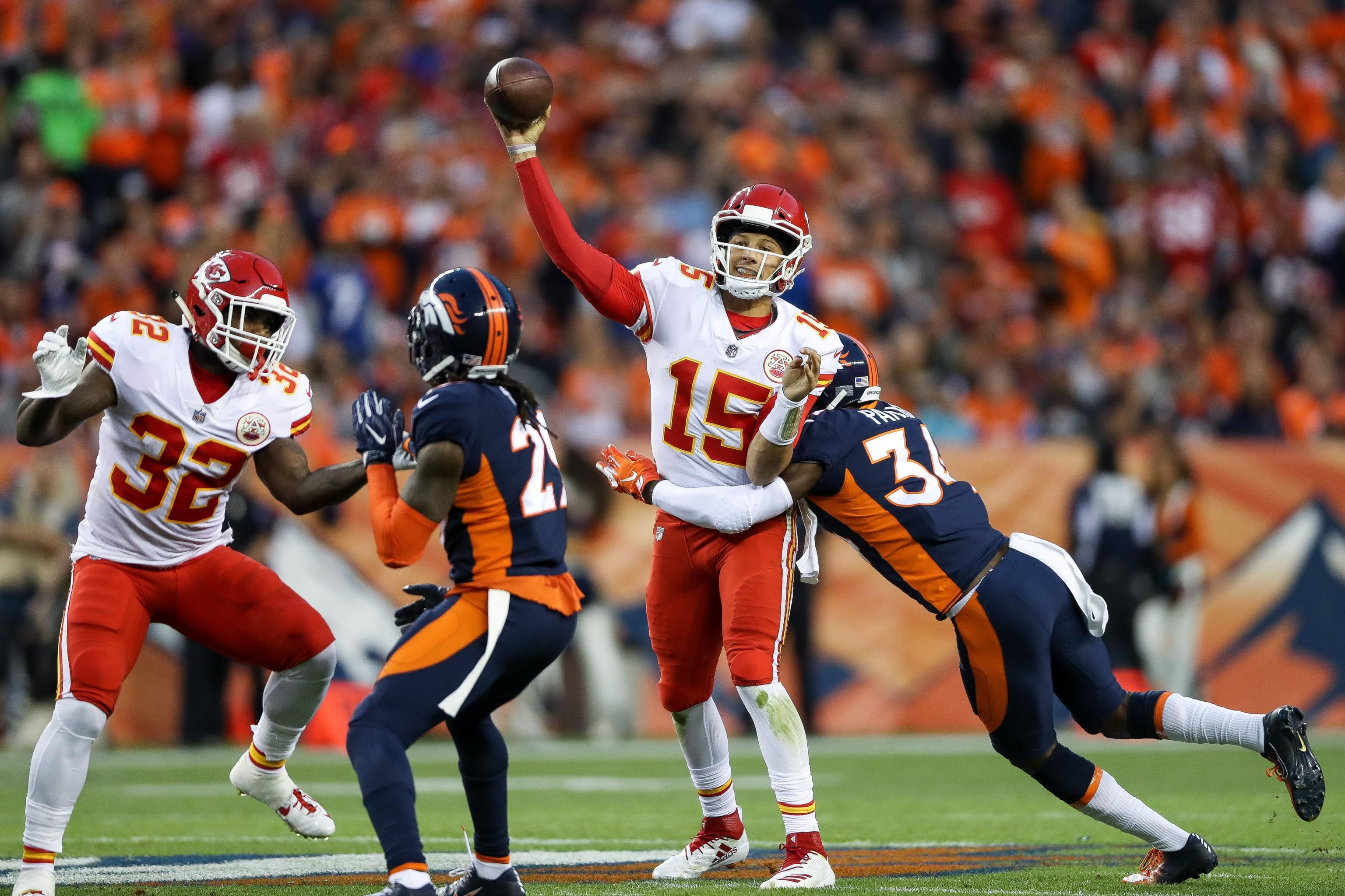 Patrick Mahomes Engineers 10 Point 4th Quarter Comeback As Chiefs Beat Broncos Chief Football Helmets Kansas City Chiefs