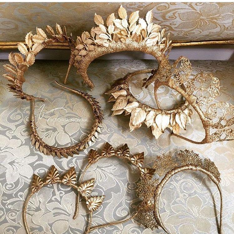 Wunderschöne goldener Kopfschmuck für die Braut // Unique amazing golden bridal headpieces #queenshats