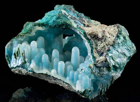 RAROS ESTALACTITES DA PEDRA PRECIOSA  Drusas, geralmente, são formações minerais cristalinas, geométricas e pontiagudas,…
