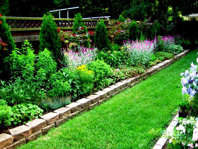 Long narrow flower bed design ideas pinteres for Landscape design flower beds